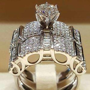 NEW! Stunning Engagement Ring Set (Size 6)